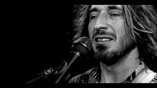 Wille & The Bandits on Youtube